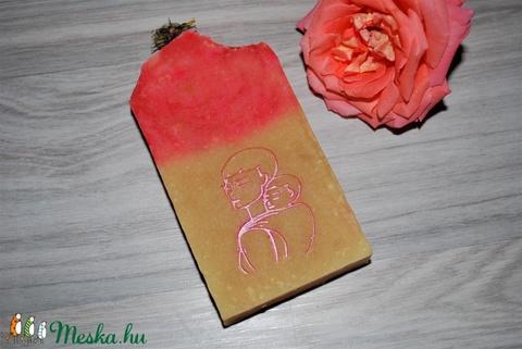 Pitypang szappan dió olajjal juhtejesen különleges egyedi luxus ajándék szülinapra névnapra hordozós mintával (medalin) - Meska.hu