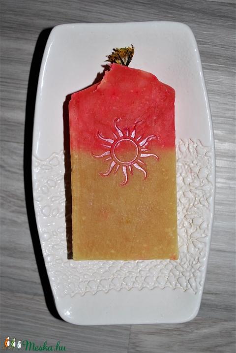 Pitypang szappan dió olajjal juhtejesen különleges egyedi luxus ajándék szülinapra névnapra nap mintával száraz bőrre is (medalin) - Meska.hu