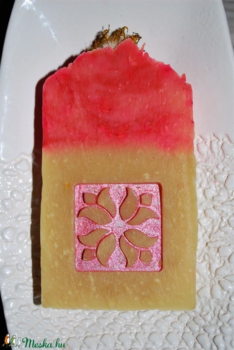 Pitypang szappan dió olajjal juhtejesen különleges egyedi luxus ajándék szülinapra névnapra tulipán mintával arcra is (medalin) - Meska.hu