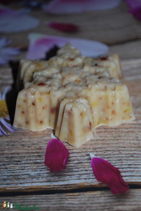 Gyógynövényes szappan fehér tea illattal és fehér agyaggal egyedi ajándék születésnapra névnapra minden bőrtípusra bőrre (medalin) - Meska.hu