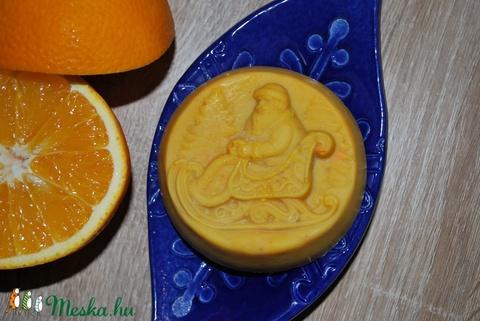 Narancs-fehér csoki szappan lenmag olajjal minden bőrtípusra egyedi ajándék mikulásra csomagba karácsonyra szülinapra is (medalin) - Meska.hu