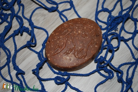 Mézes kecsketejes dió szappan ló alakkal prémium kakaóvajjal és olajokkal karácsonyra egyedi ajándék minden bőrtípusra (medalin) - Meska.hu