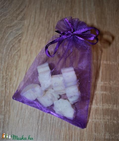 Természetes vegán olvasztható felakasztható illatosító levendula illóval autóba szekrénybe lakásba egyedi ajándékba is - Meska.hu