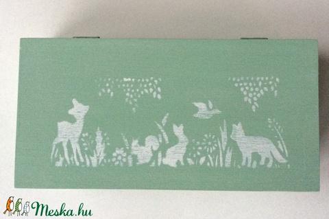 Pasztell zöld, erdei állat mintás fadoboz, díszdoboz gyerekszobába, nappaliba (Mesedoboz) - Meska.hu
