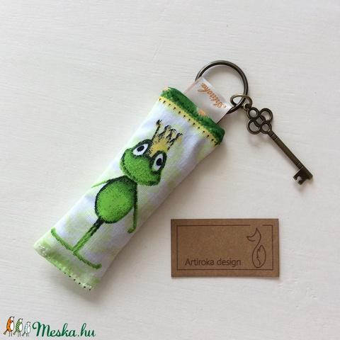 Béka Breki virággal a szájában - kulcstartó kis kulcs dísszel - Artiroka design (Mesedoboz) - Meska.hu