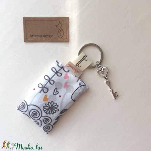 Viziló mintás kulcstartó, vintage kulcs dísszel - Artiroka design (Mesedoboz) - Meska.hu