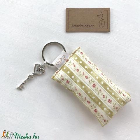 Rózsás kulcstartó kis vintage kulccsal -  Artiroka design (Mesedoboz) - Meska.hu