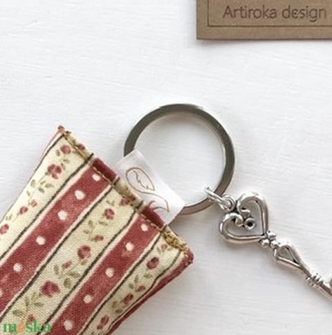 Rózsás kulcstartó kis vintage kulccsal - akár levendulavirággal töltve -  Artiroka design - Meska.hu