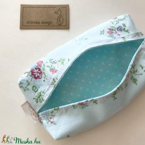 Világoskék virágos, újrahasznosított textilből készült papírzsebkendő tartó- Artiroka design - Meska.hu