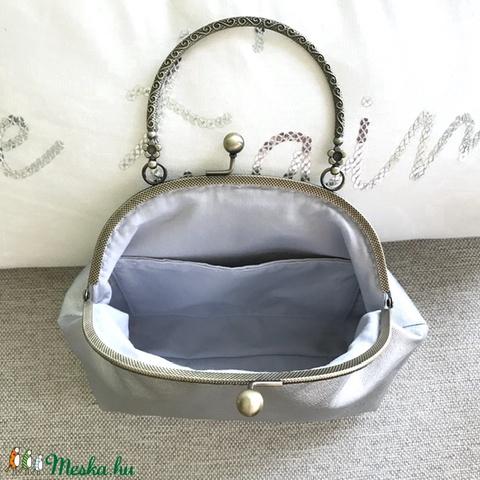 Ezüst színű, textilbőr kézi táska, alkalmi táska (Mesedoboz) - Meska.hu