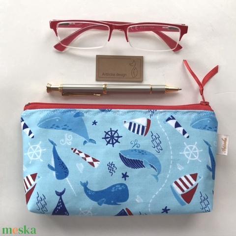 Tengerparti nyár - vitorlás és bálna mintás prémium neszesszer, tolltartó, szemüvegtok  - Artiroka design (Mesedoboz) - Meska.hu