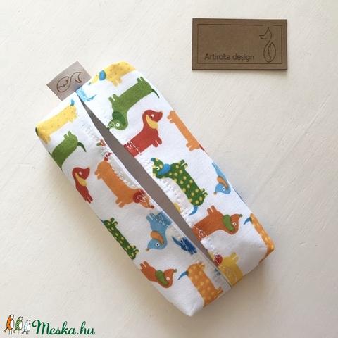 Színes tacskó mintás bélelt papírzsebkendő tartó - Artiroka design (Mesedoboz) - Meska.hu