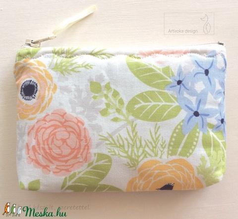 AKCIÓ - Virágos, pasztell színű pénztárca, irattartó, kozmetikai táska - Artiroka design  - Meska.hu