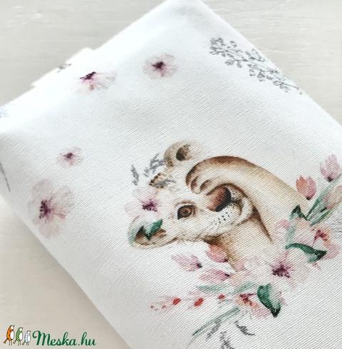 Kis oroszlán a tavaszi réten -  bélelt papírzsebkendő tartó  - Artiroka design - Meska.hu
