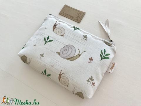Csiga család mintás, bézs színű irattartó,  pénztárca - Artirokadesign - Meska.hu
