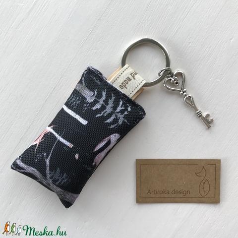 Holdfényben sétáló róka -  egyedi kulcstartó prémium textilből kis vintage kulcs medállal  - Artiroka design - Meska.hu