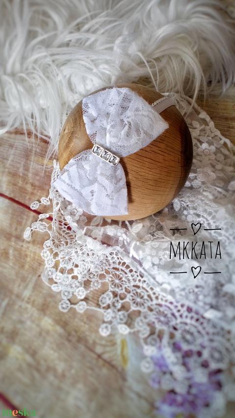 Alkalmi csipke fejpánt 0-12 hó  - ruha & divat - babaruha & gyerekruha - babafotózási ruha és kellék - Meska.hu