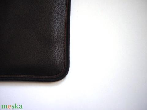 Nyakbaakasztható mobil tok bőrhatású sötétbarna - Meska.hu
