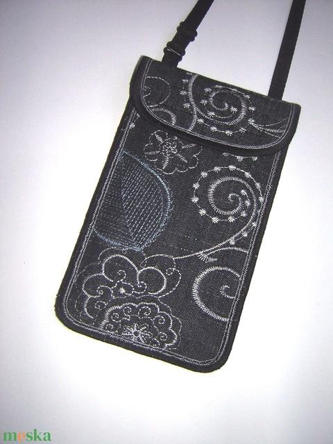 Rendelhető Mobiltok állítható pánttal  XL telefon tartó Nyakba akasztható kistáska hímzett farmer - Meska.hu