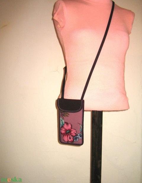 Virágmintás Mobil Tok Plus-os méretű telefonokhoz állítható pánttal mályva hús-szín rózsaszín - Meska.hu