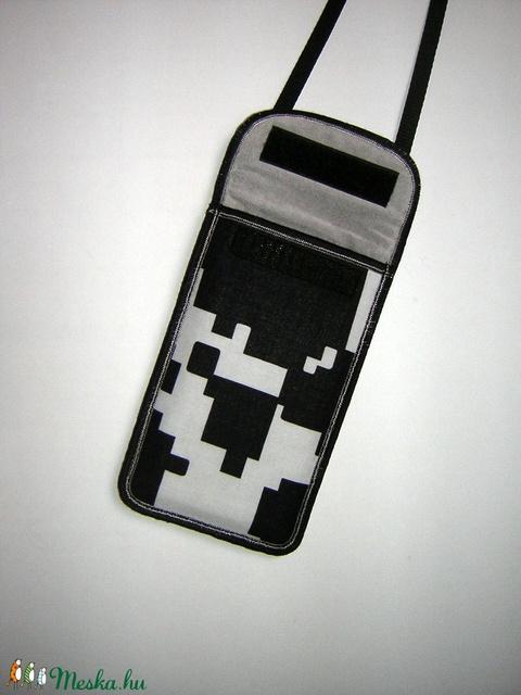 Mobiltok Plus-os méretű telefonokhoz Pixel mintás telefontartó állítható pánttal   - Meska.hu