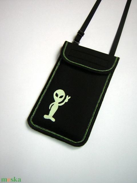Állítható pántos mobil tok  Plus-os méretű telefonokhoz  sötétben világító földönkívüli - táska & tok - pénztárca & más tok - telefontok - Meska.hu