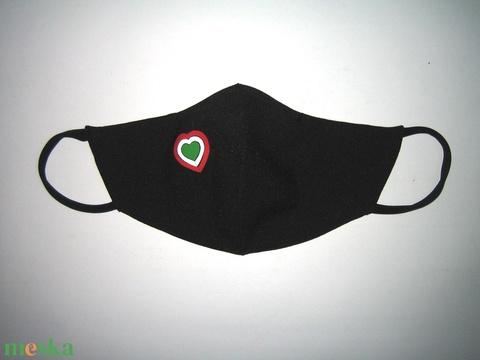 Szájmaszk fülre akasztható arcmaszk nemzeti szívecskés textil maszk   - Meska.hu
