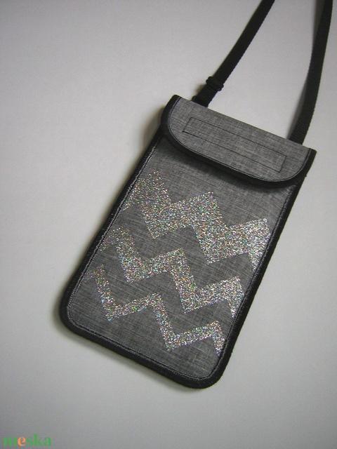 Mobiltok állítható pánttal  XL telefon tartó nyakba akasztható szürke ezüst cikk-cakkos - Meska.hu