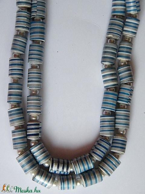 Kék-ezüst csíkok nyaklánc újrahasznosított papírból - ékszer - nyaklánc - medál nélküli nyaklánc - Meska.hu