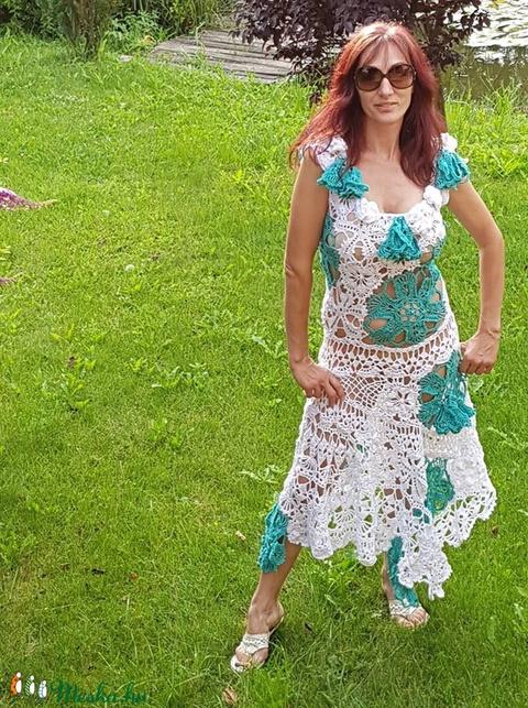 Levelek, és virágok varázsában horgolt ruha - Meska.hu