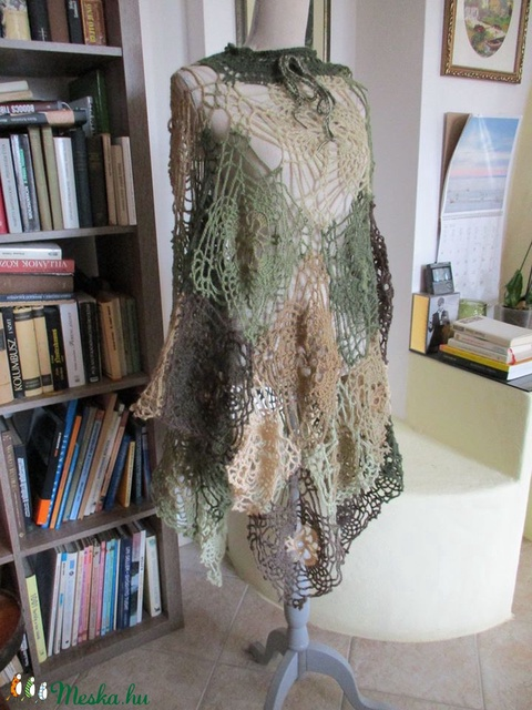 Több féleképpen viselhető horgolt ruha-poncsó - Meska.hu