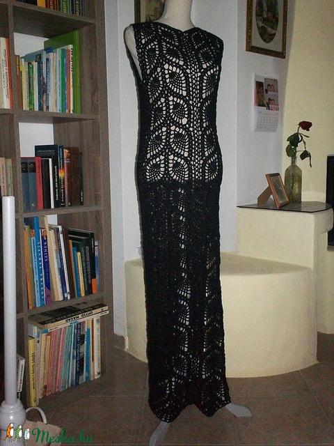 Fekete hosszú horgolt ruha - Meska.hu
