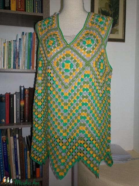 Kis kockás modern mintájú horgolt női blúz - ruha & divat - női ruha - blúz - Meska.hu