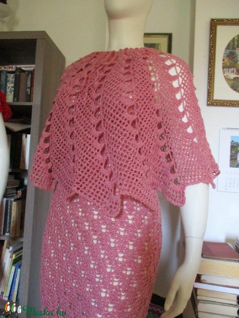 Mályva színű horgolt női ruha poncsóval - Meska.hu