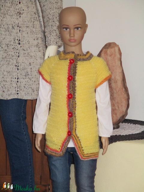 Sárga horgolt lányka mellény színes passzéval - ruha & divat - babaruha & gyerekruha - ruha - Meska.hu