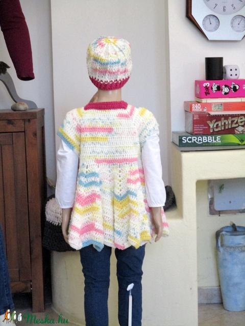 Loknis horgolt lányka ruha pink passzéval, sapkával - Meska.hu