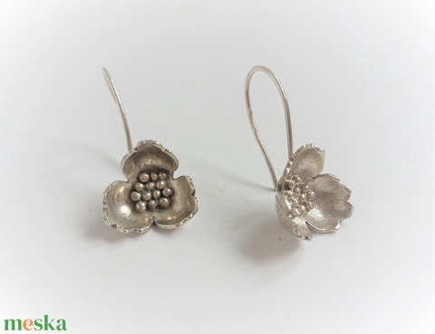Virág fantázia fülbevaló, ezüstből készült, virágot formáló fülbevaló, virág fülbevaló (NiadaSilver) - Meska.hu