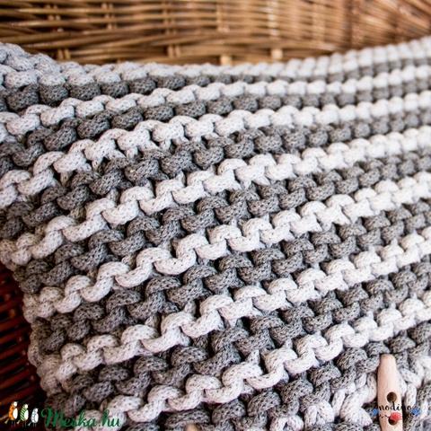 Puha, szürke csíkos, zsinórfonalból kötött díszpárnahuzat fagombokkal díszítve (43 x 30cm) - Meska.hu