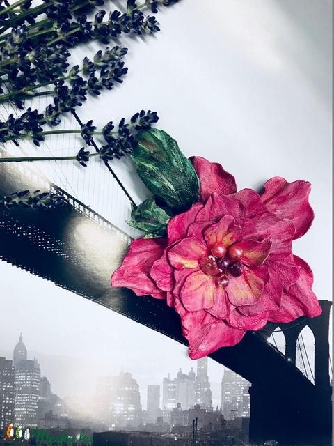 Bőr Virág bross kitűző hajdísz pink magenta Balatoni nyár alkalmi bohó kézzel készített handmade zero waste (noesz65) - Meska.hu
