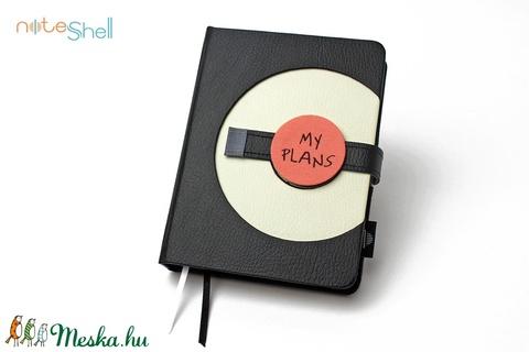 M-es határidőnapló/notesz - fekete-fehér (noteshell) - Meska.hu