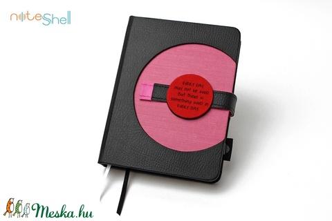 M-es határidőnapló/notesz - fekete-rózsaszín (noteshell) - Meska.hu