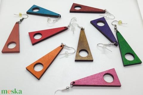 Monokróm (egyszínű) lyukas háromszög fülbevaló - Meska.hu