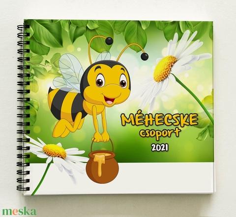 Méhecske csoport - Méhecskés Óvónéni búcsúztató BÚCSÚ ajándék emlékkönyv óvodai ballagásra óvodásoknak - 21x19cm - Meska.hu