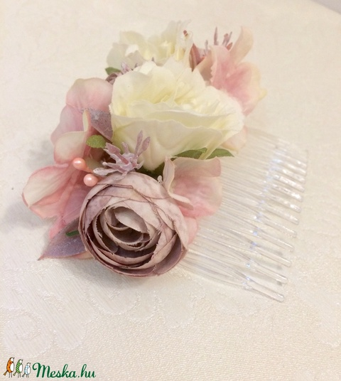 Mályva színvilágú esküvői fésűs hajdísz, koszorúslanyoknak, sziromszóró kislányoknak   (Orsoladesign) - Meska.hu