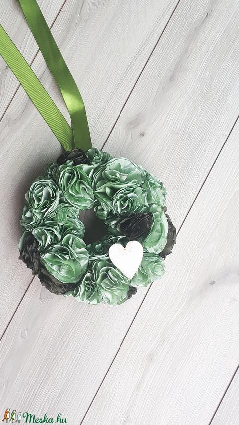 Csupazöld textilvirág kopogtató, ajtódísz, koszorú, zöld 23cm (Pantvirag) - Meska.hu