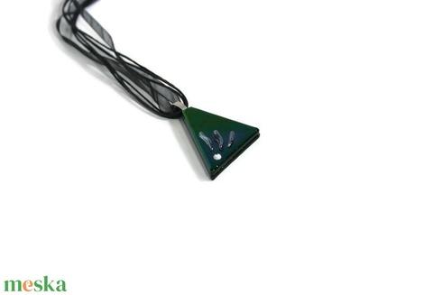 Akciós Lilás-zöldes fémes háromszög üvegmedál - ékszer - nyaklánc - medálos nyaklánc - Meska.hu