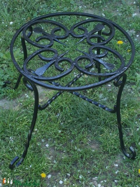 Kovácsoltvas asztal (peter0525) - Meska.hu