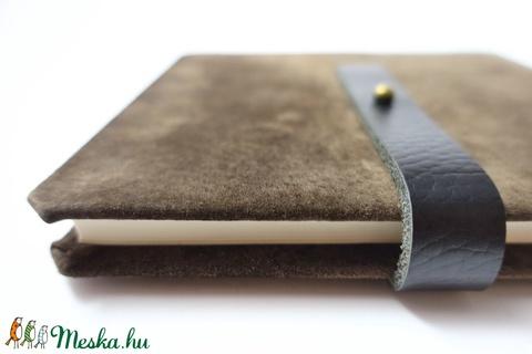 Kirill - notesz, napló, emlékkönyv - barna velúr bőr 16x16 cm  - 367 (pillowriter) - Meska.hu