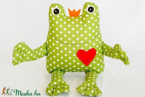 Béka király - egyedi tervezésű kézműves játék - textiljáték - öko pamut - állatfigura - alvójáték - Meska.hu