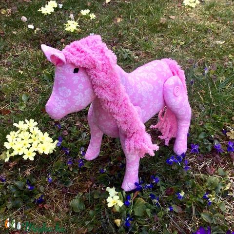 Rózsaszirom - egyedi tevezésű póni - kézműves gyerekjáték - pónilóvacska (Pindiart) - Meska.hu